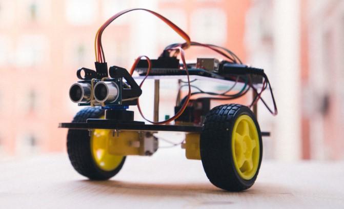 Mascota de la web MyBotRobot visión apaisada